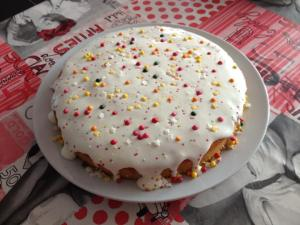 Gâteau d'anniversaire coloré
