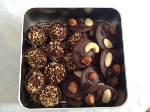 Mendiants au chocolat noir et Chocolats noir aux noisettes